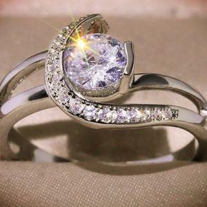 US European Elegant Crescent Ring
